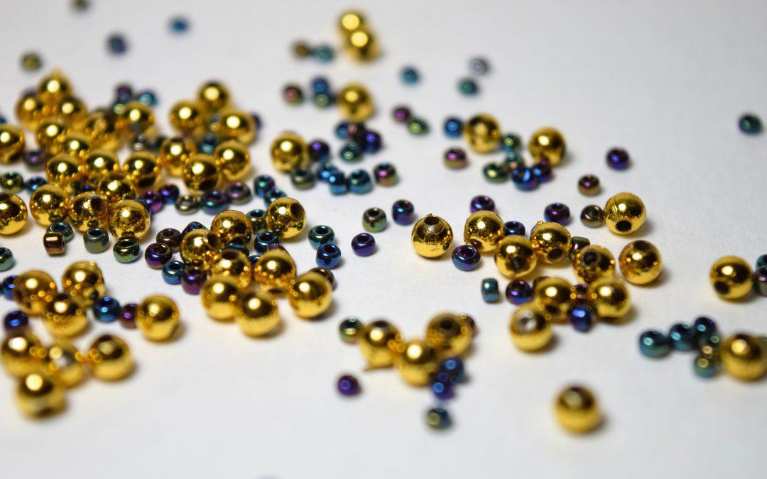 Ręczne robienie biżuterii – co jest potrzebne?